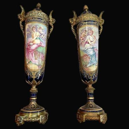 Vases en porcelaine de Sevres XIX siecle