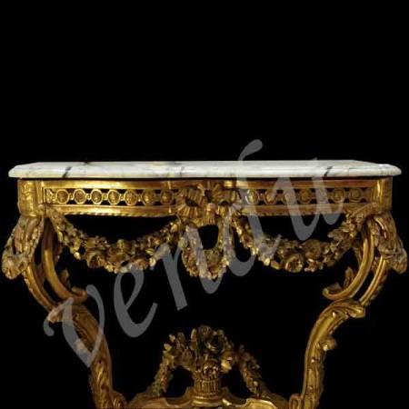 Consolle in legno dorato intagliato in stile Luigi XVI