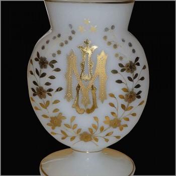 Enameled vintage vase in white opaline Napoleon III
