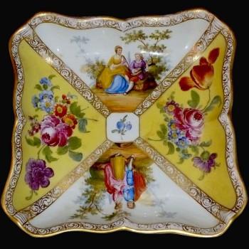 coupe carree en porcelaine Meissen signee XIX eme siecle