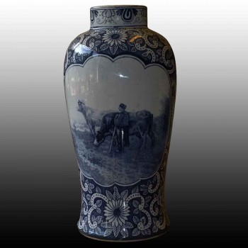 vase decorated in camaieu 19th century Delft