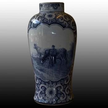 vase Delft de forme ovoide decore en camaieu XIXe siecle