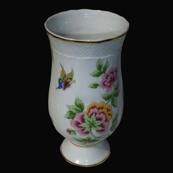 Vase in porcelain in Herend (Hungary)