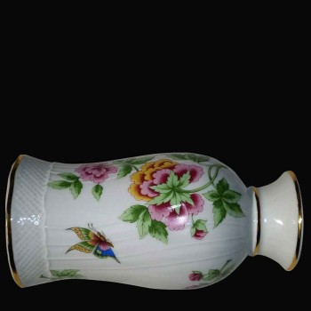 Vase in porcelain in Herend (Hungary)