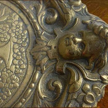 Bronce oro grifos y quimeras doble tintero y llevan letras del siglo XIX