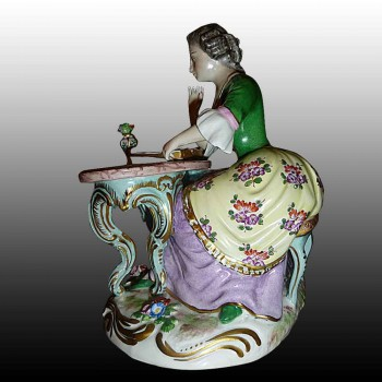 Porcelain Statuette French porcelain of Paris 19th century - La Liseuse