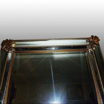 Espejo en bronce dorado de principio del siglo XX