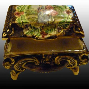 Bequet-Quaregnon-coffret bonbonniere en faience-Belgique-peint main et rehaut d'or