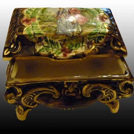 Spoiler-Quaregnon-box snoep vak in aardewerk-Belgie-geschilderd hand en ring van goud