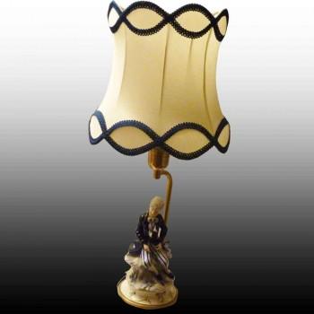 Lampada romantica di porcellana di Capodimonte finemente lavorata nelloggetto finestra di vendita al dettaglio
