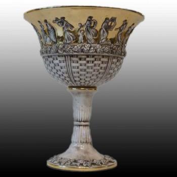Fijn porseleinen kopje capodimonte versierd met een mythologische voorstelling