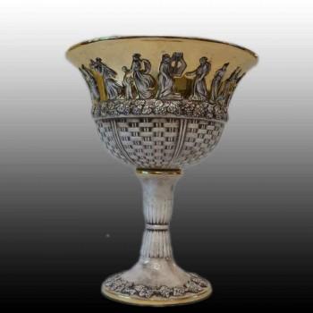 Taza de porcelana fina de capodimonte decorada con una escena mitológica