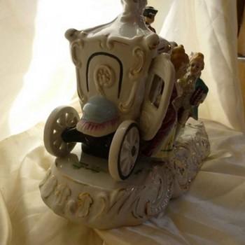 Grupo aleman marcada de Ludwigsburg-porcelana corona de oro cerrada entrenador objeto de vitrina del siglo XVIII