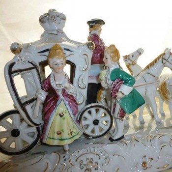 Ludwigsburg-porcelain German group marked coach Golden Crown closed object of 18th century showcase