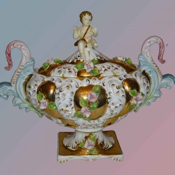 Fine Italian porcelain magnificent hand-made earthenware object gilded with gold late 1st half century