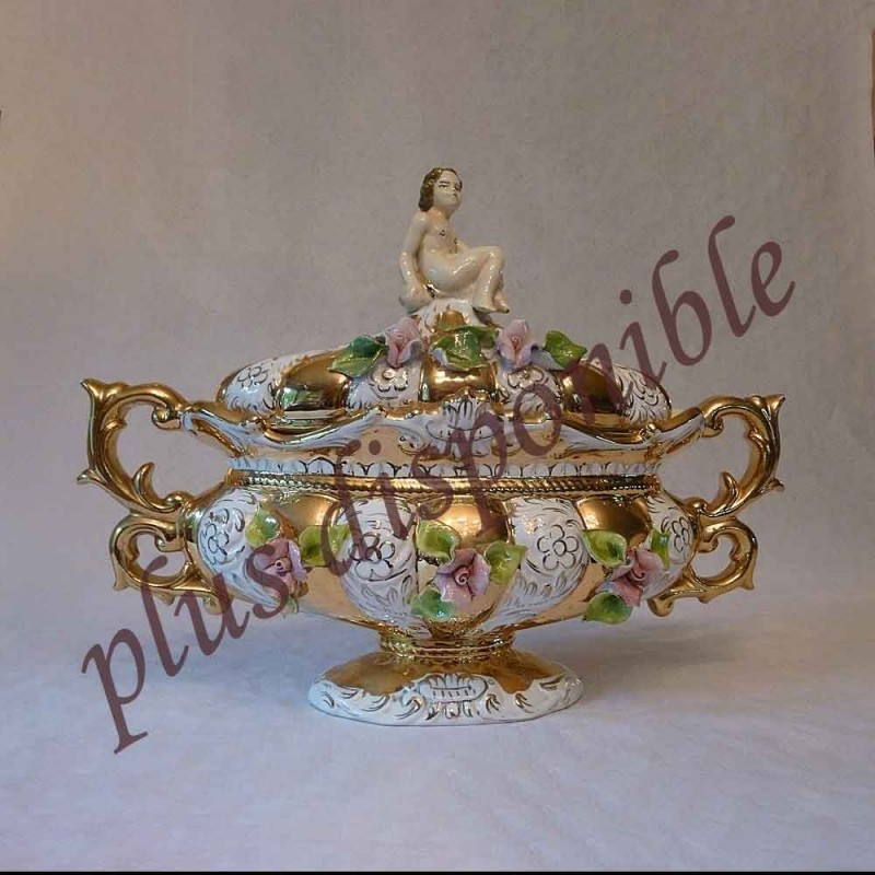 Capodimonte-covered Bowl decorated in the unique end-piece gold