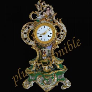 pendulo en porcelana francesa de siglo XIX