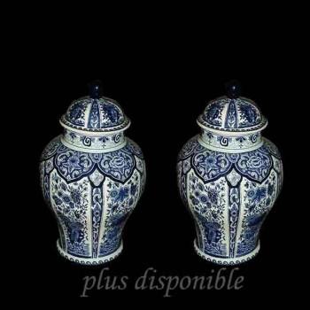 Pareja de jarrones cubiertos Boch-Delft siglo 19.