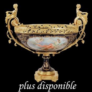 Coupe en porcelaine de Sevres et bronze