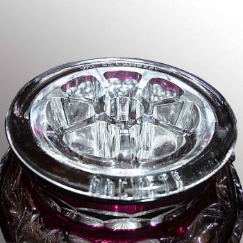 Val Saint Lambert          Vase pique-fleurs rouge en cristal du Val Saint Lambert debut XXe siecle