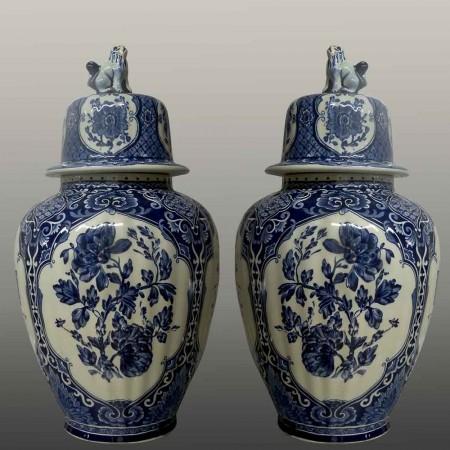 Par de jarrones de los hermanos Delft Boch del siglo XX