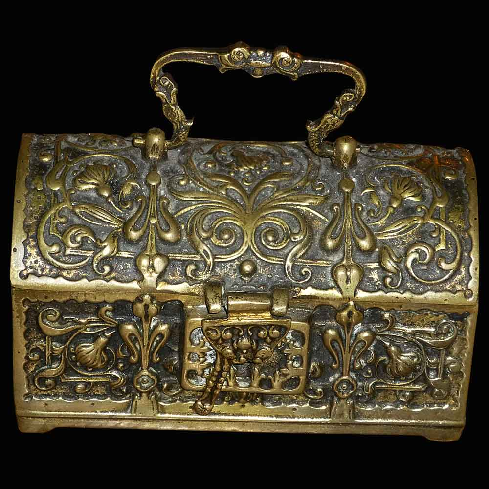 Coffret en bronze dore de style gothique