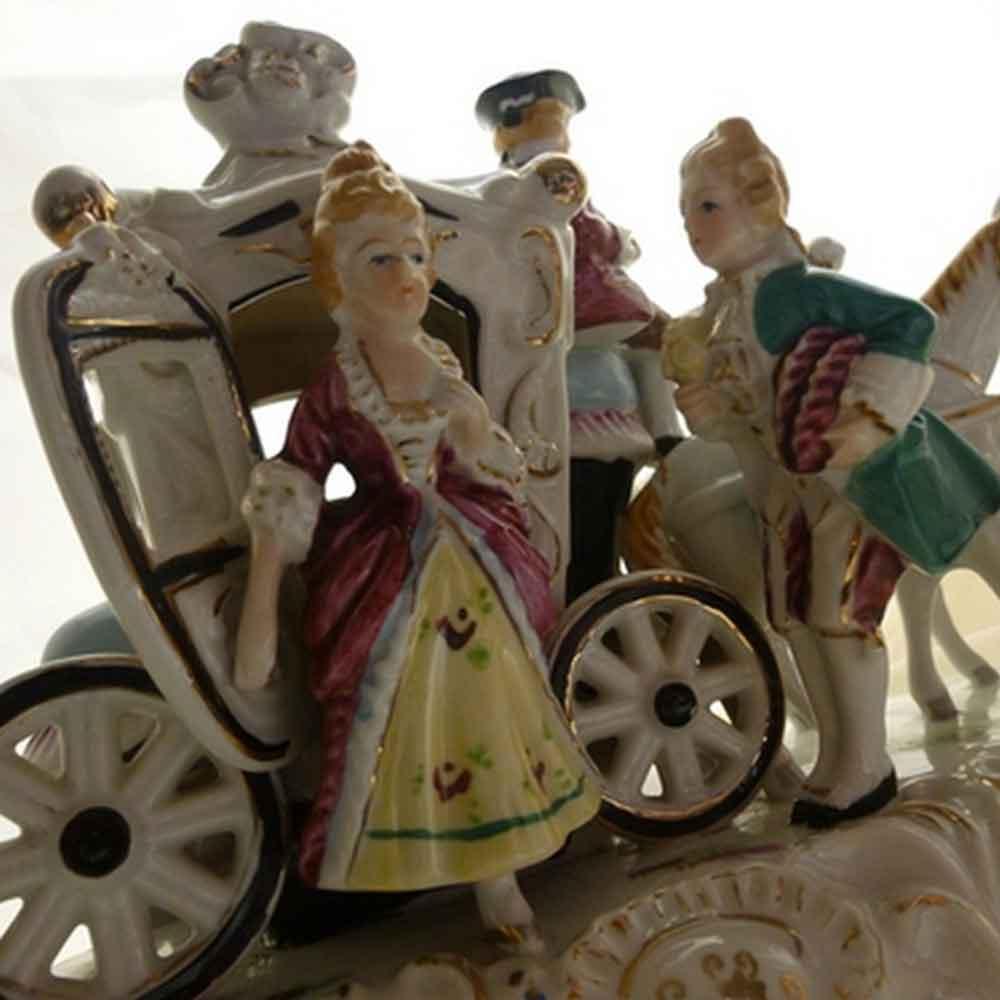Ludwigsburg groupe carrosse marque dore a la couronne fermee-objet de vitrine XVIIIe siecle