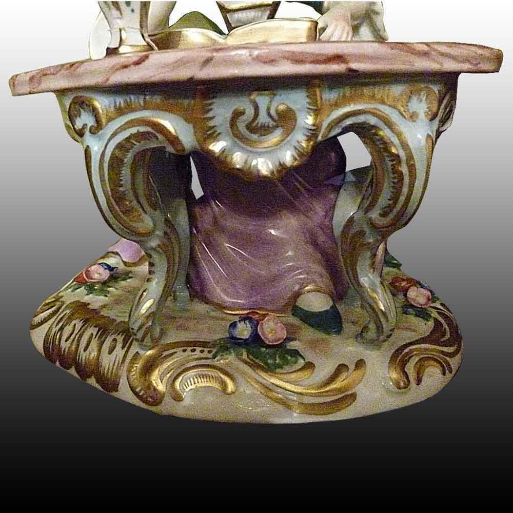 Porcelaine Francaise-Statuette en porcelaine de Paris XIXe siecle-La Liseuse