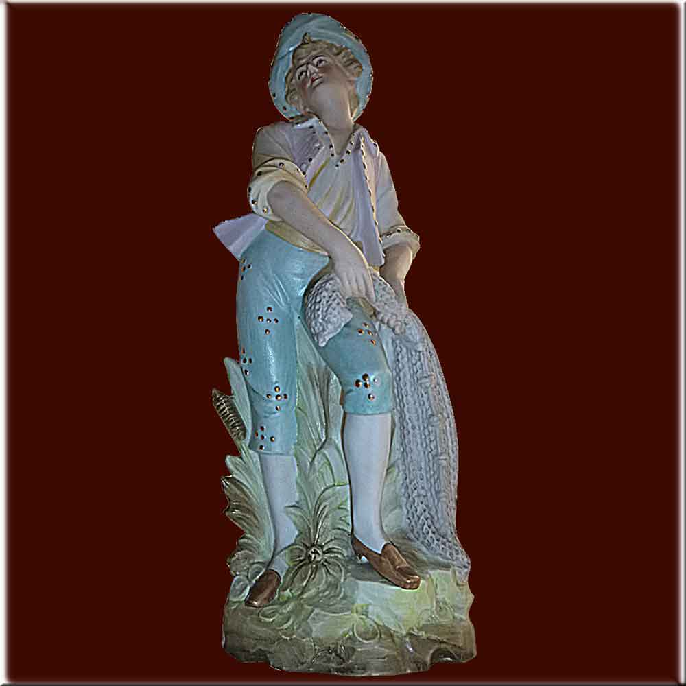 Grande statuette en biscuit le pecheur