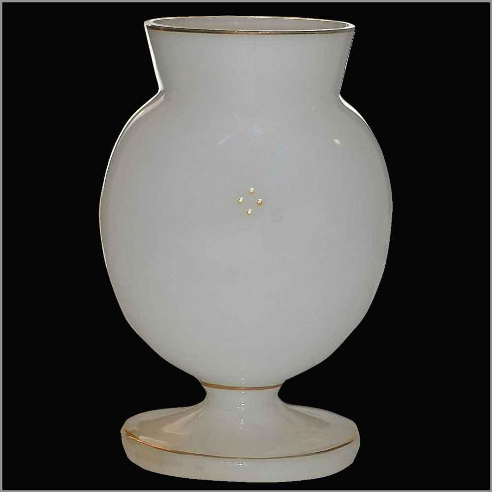 Vase en opaline blanche emaille d'epoque Napoleon III